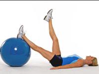Cómo hacer círculos de la pierna con una bola del ejercicio