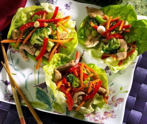 Cerdo mongol y hortalizas para una dieta-vientre plano